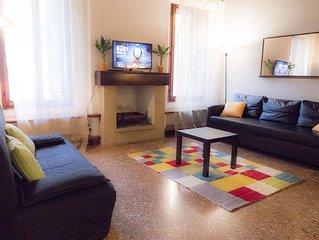 Ampio e bellissimo appartamento di 60 mq nel vero cuore di Bologna.