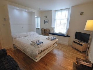 Elie Residence Studio Apartment, perfect for 2! Ground-floor.