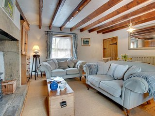 Mundles Cottage - Two Bedroom House, Sleeps 3