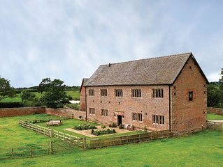 Cromwells Manor sleeps eight people and is set in Nantwich, near Cheshire. With