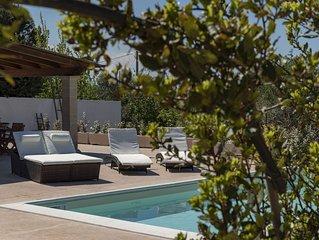 Lussuosa villa con piscina, immersa nel verde, sole e mare a Monopoli