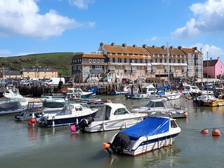 Charming Harbourside Apartment with Stunning Views of the Iconic Jurassic Coast