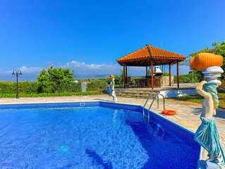 Villa Athina Finiki: Private pool and gardens, A/C, Wi Fi, sea views