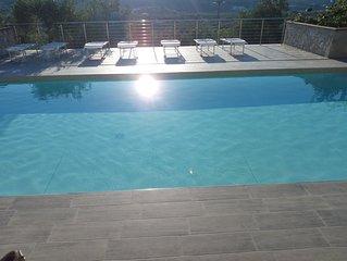appartamento con piscina e vista panoramica