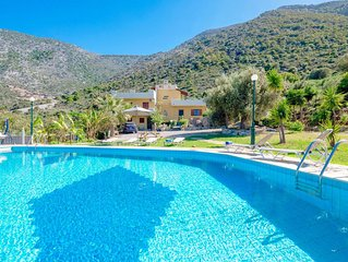 Traditional Villa Kardi with private swimming pool