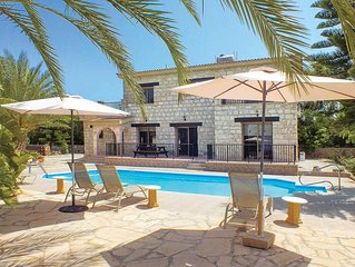Stone villa with sea views, pool and bedroom balconies ideal for nature lovers