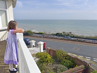 Sea Dreams - family friendly apartment with balcony and sea views