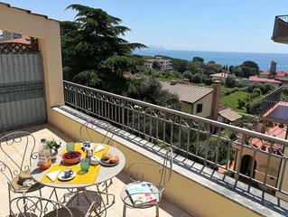 2 bedroom Apartment, sleeps 1 with Air Con, FREE WiFi and Walk to Beach & Shops