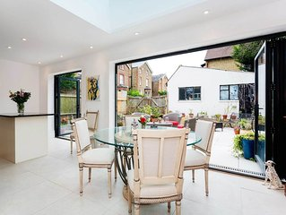 Stunning 2 bedroom home with beautiful private back garden (veeve)