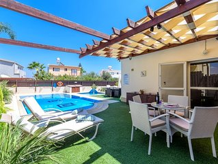 OUTSTANDING LUXURY 3 BED 3 BATH VILLA 2 PRIVATE POOLS WIFI CLOSE TO BEACH CY6278