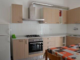 Residence Zoe, appartamento 150 mt dal mare, centro citta,  60 KM dalla montagna