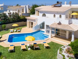 4 bedroom Villa, sleeps 9 with Pool and Air Con