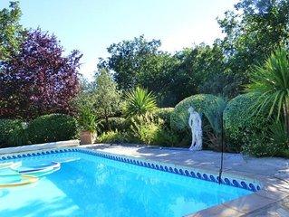 Vacances au bord de la piscine et au coeur de la Provence Verte