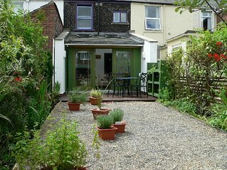 Grove Cottage - A Stylish 2 Bedroom Townhouse