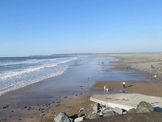 Family Holiday Home 3 Bed 2 Bath , Free WIFI , 10 minutes walk to the Beach