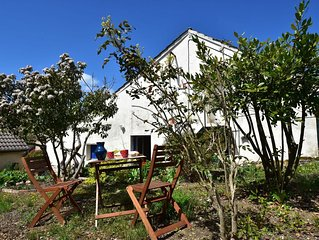 Pleasant house in medieval village, with restaurants within walking distance!