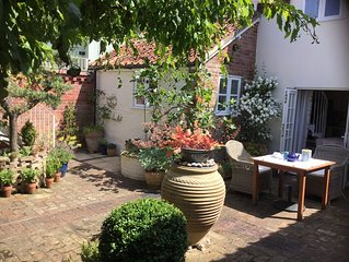 Pretty Suffolk cottage nr coast & forest. 5 min walk to village pub.