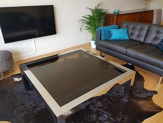Appartement convivial a 15 metres de la plage avec piscine interieure!