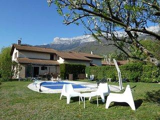 Très jolie maison avec piscine au calme et proche de tout
