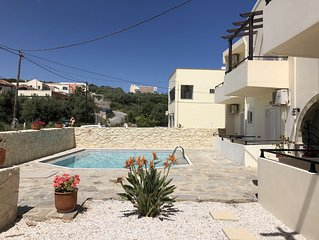 Two bedroom apartment with pool and 5 min walk from the beach