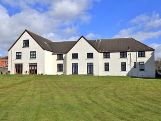 A beautiful 3 bedroomed apartment overlooking Elie harbour and beach