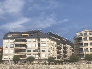 Amplio piso en primera línea de playa, Paseo de Silgar. 2 plazas garaje