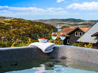 New holiday home, with panoramic views and own outdoor massage bath and 2 Electr