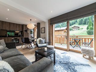 New Luxury 2 Bed Scandi Chic Apartment in Morzine with Stunning View