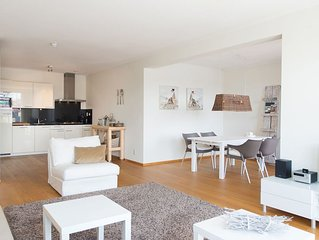 Contemporary Apartment in Den Haag with TV