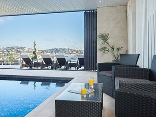 Luxury Apartment - Sleeps 4 - Spectacular Views with Private  Pool and Hot Tub