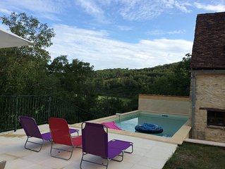 Ideal holiday cottage in The Dordogne on edge of pretty hamlet. Private pool.