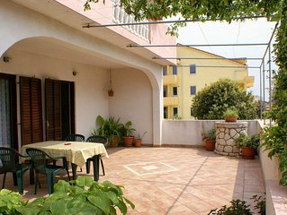 Two bedroom apartment with terrace Mandre (Pag) (A-523-b)
