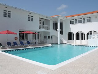 Beautiful Villa, large pool, Jacuzzi, Private Beach, Air condition, Poolside Bar