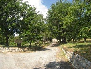 Gite de charme et de caractere dans hameau de fermes provencales restaurees