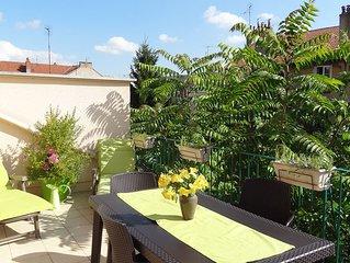 T2 40m² + terrasse 15m² + parking - 300 m centre historique et gare