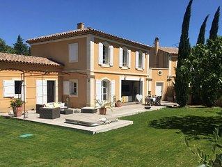 Magnifique Bastide  piscine et jacuzzi  au coeur des alpilles,