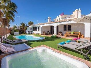 Charmosa Vila, localização top, piscinas, pátio interior e terraço panorâmico