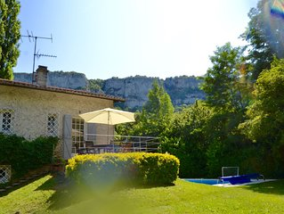 TRANQUIL RIVER SETTING, PRIVATE POOL, ON THE EDGE OF FAMOUS MEDIEVAL TOWN