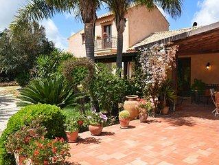 Villa in Fulgatore-torretta with 5 bedrooms sleeps 9