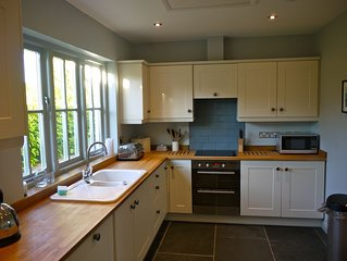 **SPECIAL OFFER** Seaside Cottage Set In The Heart Of Manorbier, sleeps 10