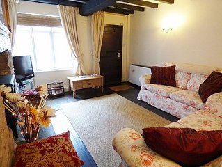Churchwarden Cottage - 2 mins from the Medieval Castle & Historic Market Square.