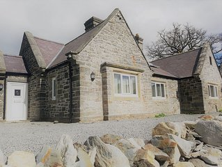Large accommodation on gateway to Snowdonia