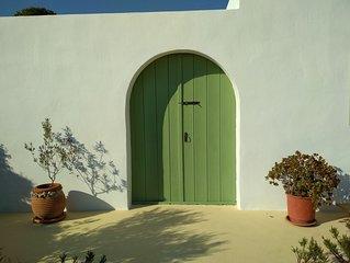 una casa fra il cielo e il mare dell'isola di Leros