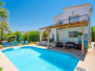 Argaka Sun Villa Tessera: Large Private Pool, Walk to Beach, Sea Views, A/C, WiF