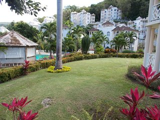 The Ocean Ridge -  Stylish, Modern Studio Apartment, Central Location, Ocho Rios