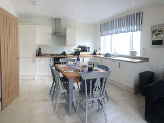 Tŷ Haf, family friendly accommodation, with parking, in the centre of St Davids