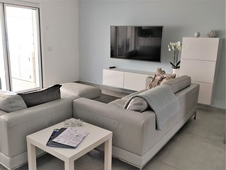 Modern and spacious 3 bed property with AC, WiFi and a heated pool - new in 2018