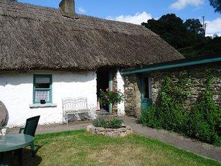 Traditionele Ierse cottage in een prachtige omgeving