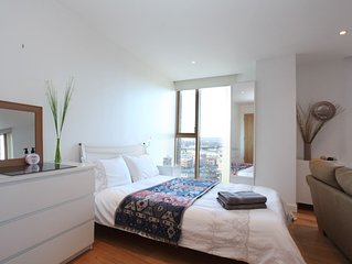 Desirable Studio with Amazing Views by the Station