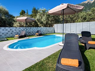 PERFECT FOR FAMILIES WITH PRIVATE POOL AND SEA VIEWS, CLOSE TO NIDRI TOWN